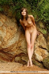 Amelie shows her nude