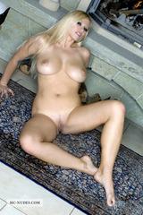 Nude Nikita