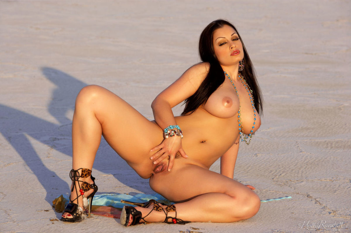 glam0ur presents aria giovanni nude in the sand pictures