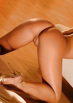 Hot Assed Blonde Babe Naked