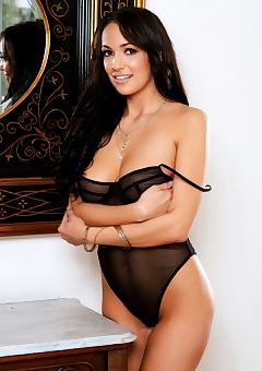 Sofi Ryan